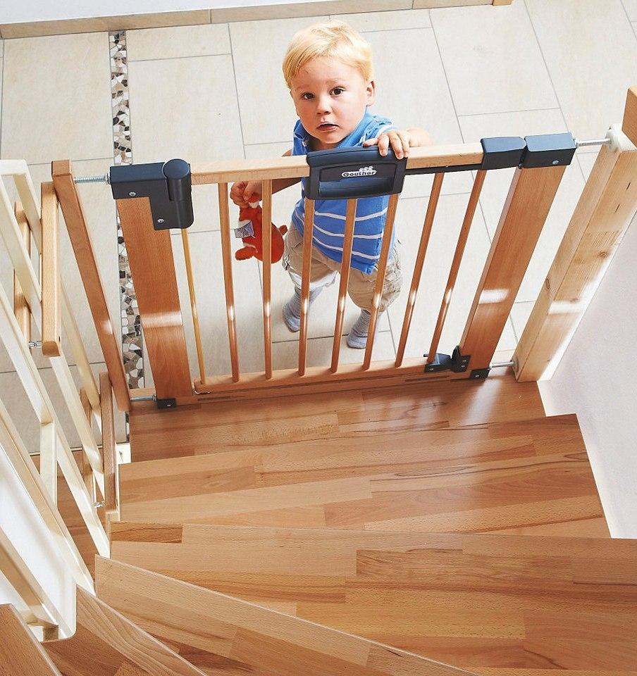 Чем закрыть лестницу от детей своими руками 98